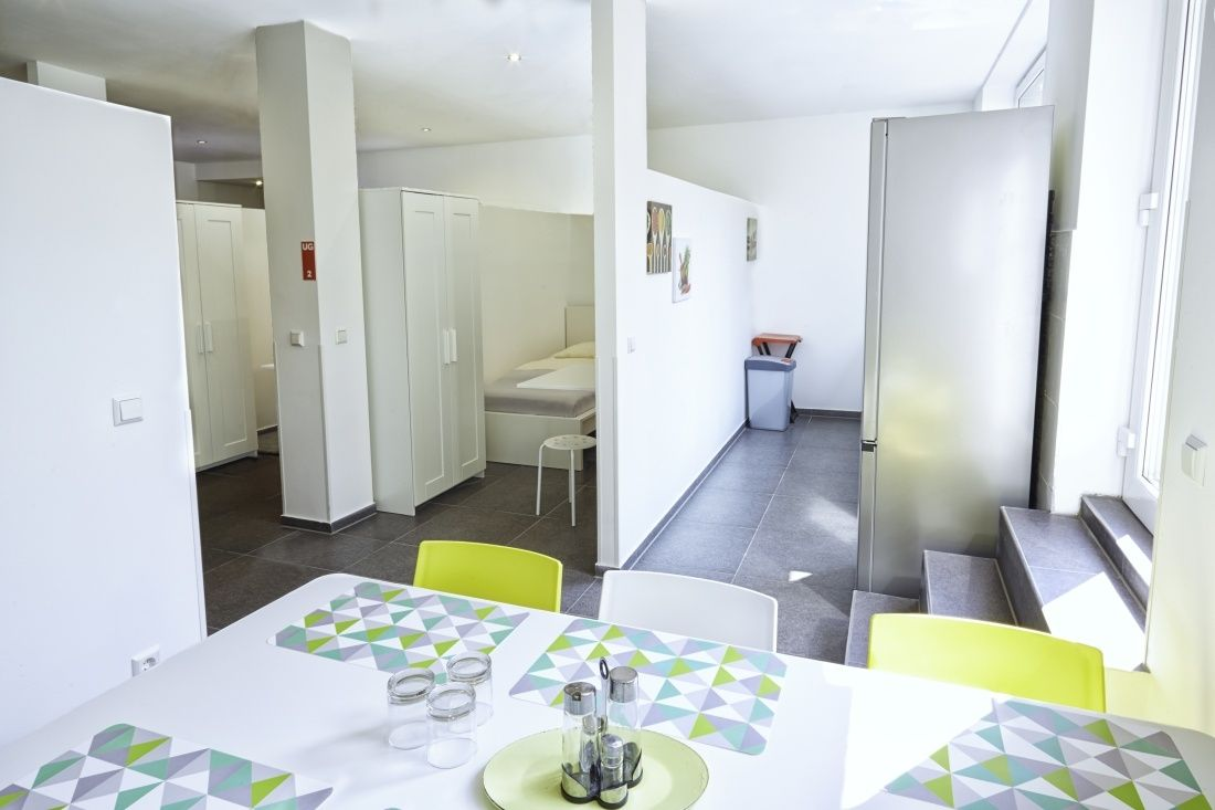 Kemnater Apartments: Shared room Stuttgart - Overview dining area, kitchen and rooms