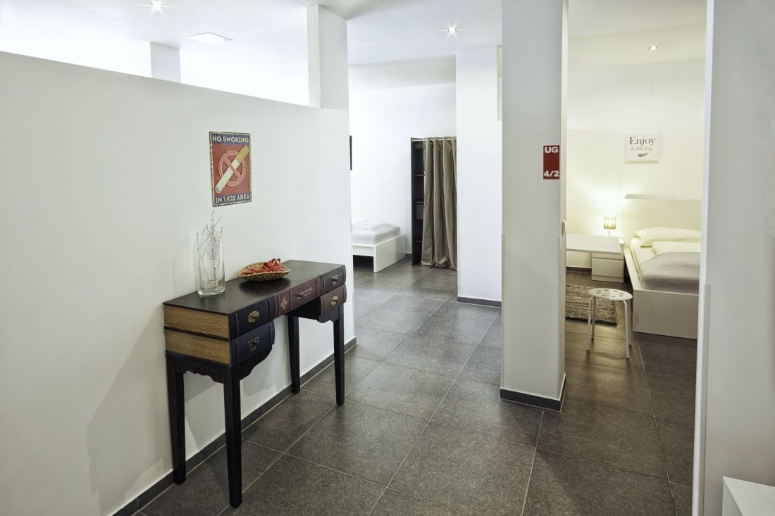 Kemnater Apartments: Dormitory Stuttgart - Entrance area and single rooms